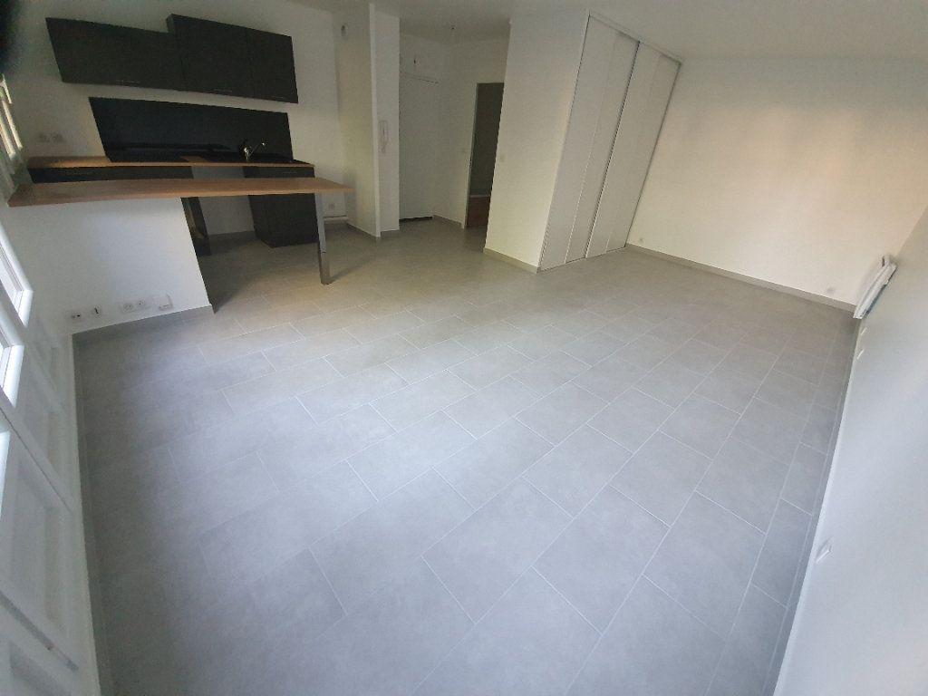 Appartement à louer 1 35.76m2 à Gif-sur-Yvette vignette-3