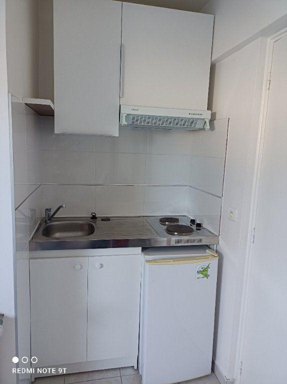 Appartement à louer 1 16.08m2 à Villejust vignette-2