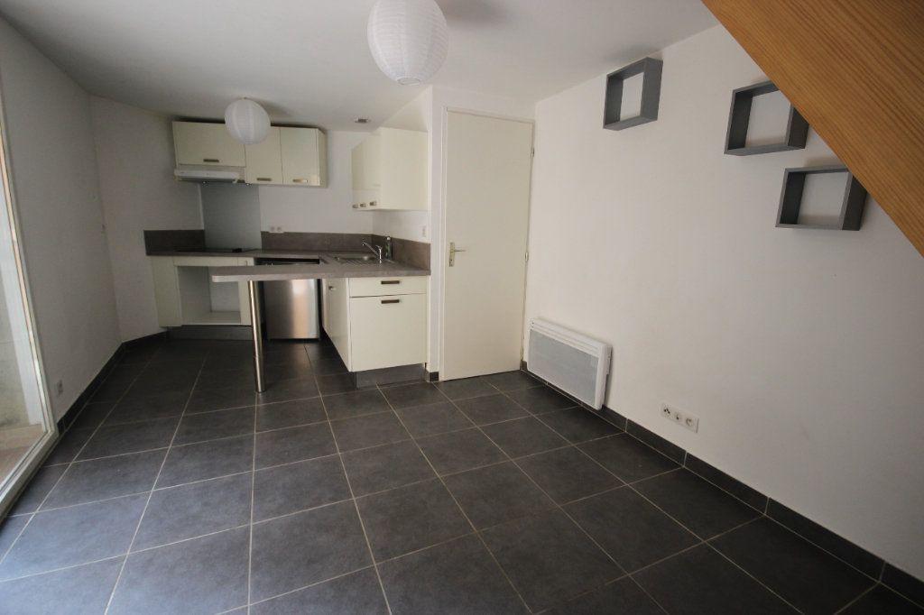 Appartement à louer 2 34m2 à Salies-de-Béarn vignette-1