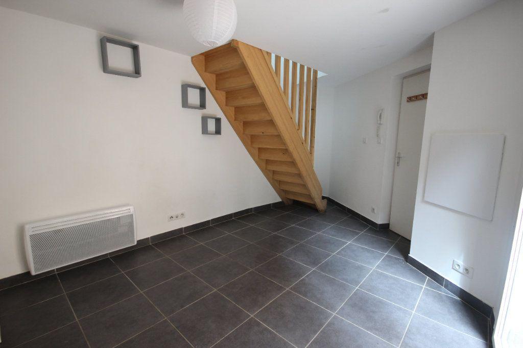 Appartement à louer 2 34m2 à Salies-de-Béarn vignette-2