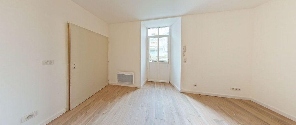 Appartement à louer 2 33m2 à Salies-de-Béarn vignette-1
