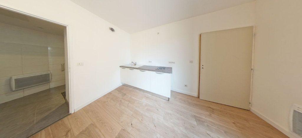 Appartement à louer 2 33m2 à Salies-de-Béarn vignette-2