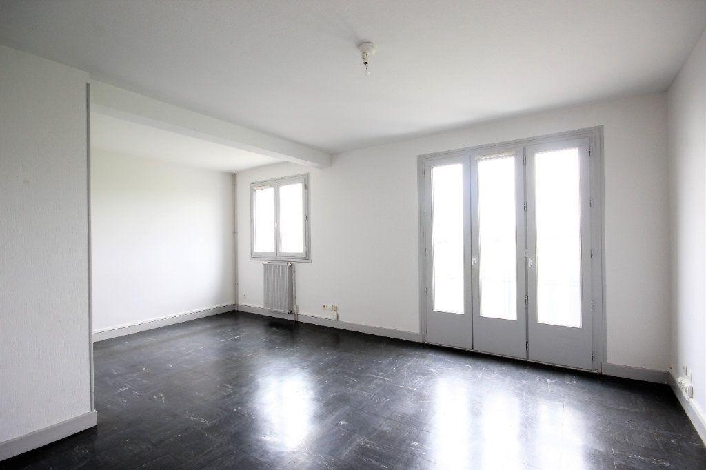Maison à vendre 4 82m2 à Sauveterre-de-Béarn vignette-3