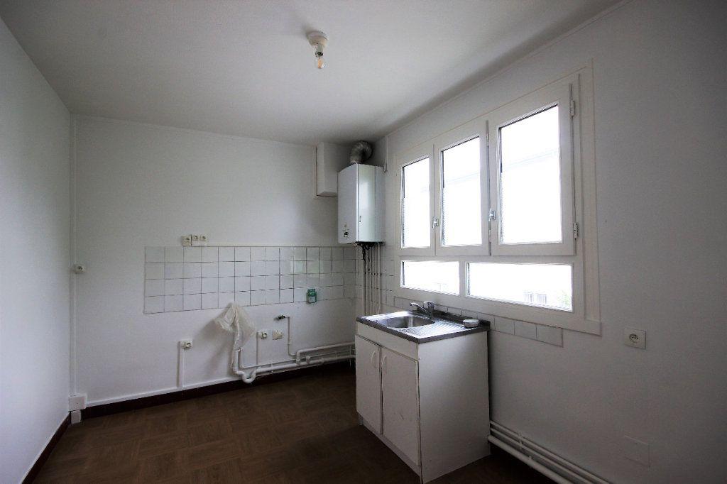 Maison à vendre 4 82m2 à Sauveterre-de-Béarn vignette-4