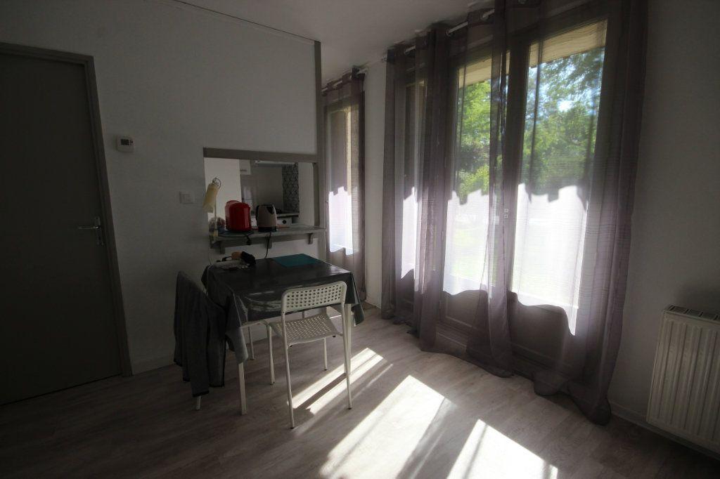 Appartement à louer 1 24m2 à Orthez vignette-3