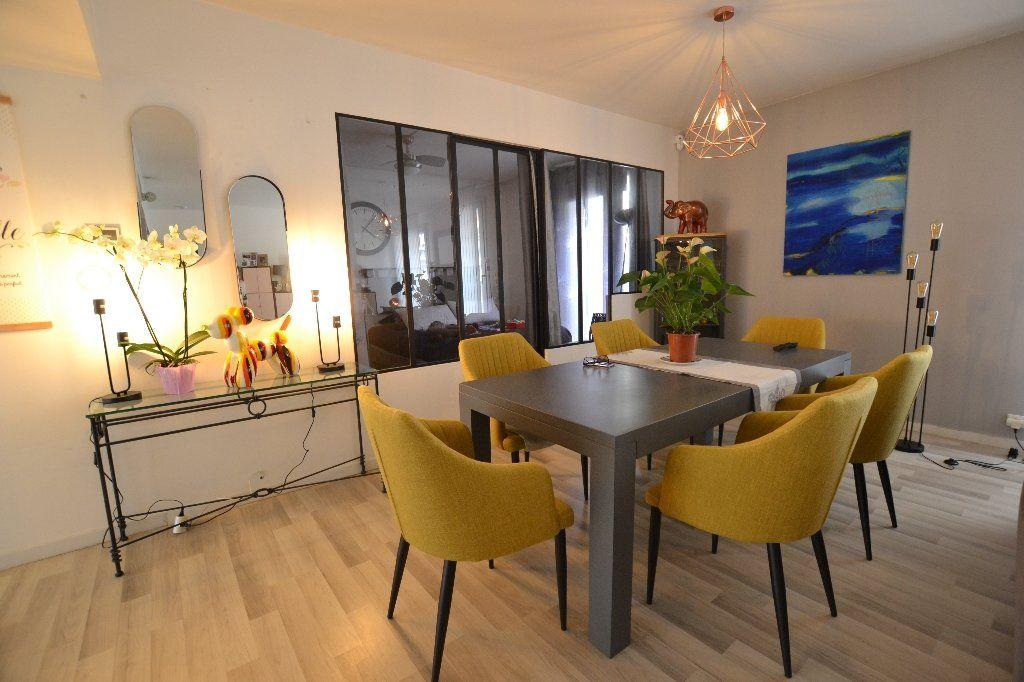Appartement à vendre 3 134.27m2 à Antibes vignette-2