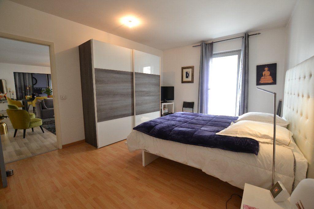 Appartement à vendre 3 134.27m2 à Antibes vignette-5