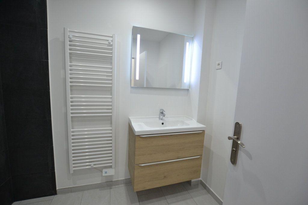 Appartement à vendre 3 70m2 à Cannes vignette-9