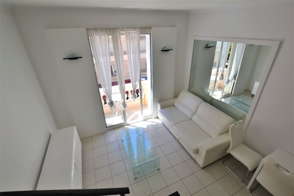 Appartement à vendre 1 32m2 à Cannes vignette-2