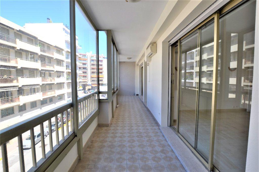 Appartement à vendre 3 80m2 à Cannes vignette-2