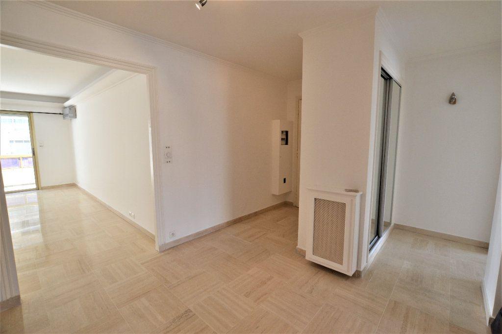 Appartement à vendre 3 80m2 à Cannes vignette-11