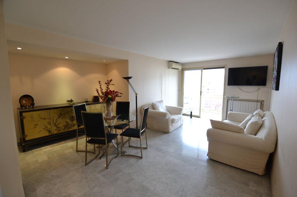 Appartement à vendre 3 80m2 à Cannes vignette-1