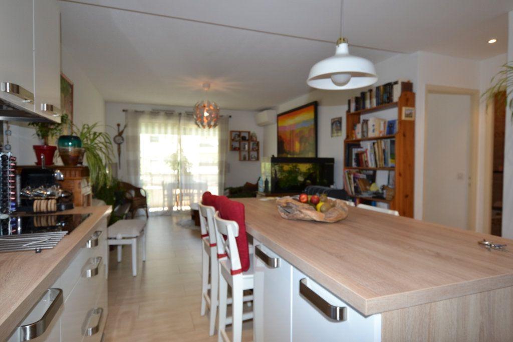 Appartement à vendre 3 60.07m2 à Cannes vignette-2