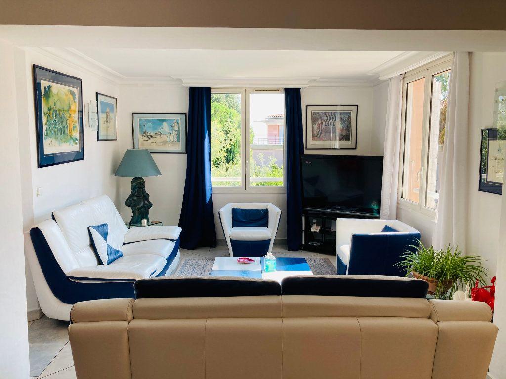 Appartement à vendre 4 109.88m2 à Cannes vignette-1