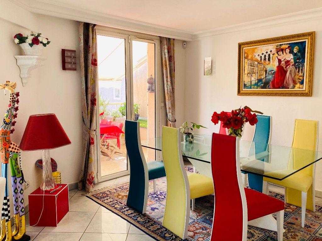 Appartement à vendre 4 109.88m2 à Cannes vignette-2