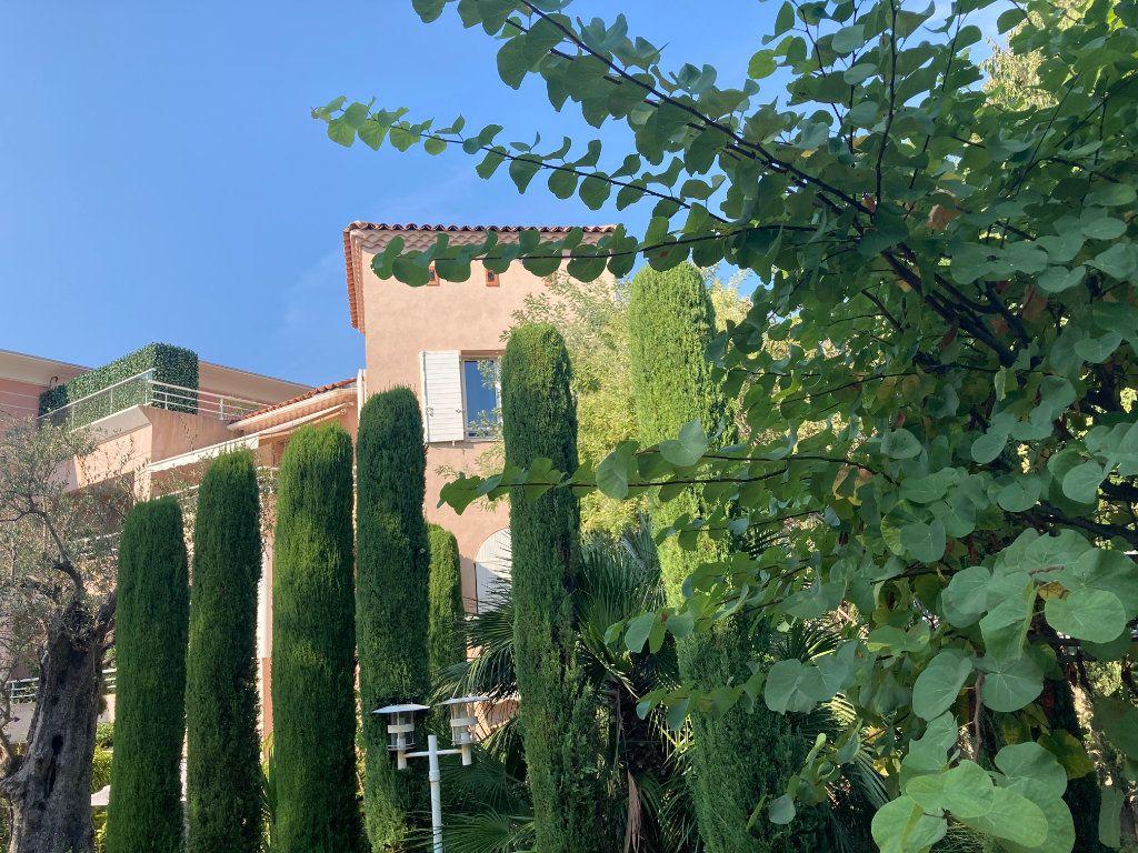 Appartement à vendre 4 109.88m2 à Cannes vignette-3