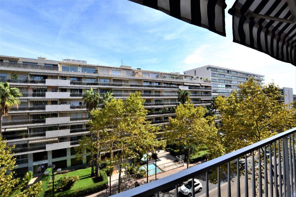 Appartement à vendre 3 70.2m2 à Cannes vignette-1