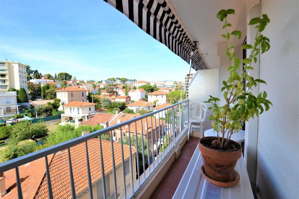 Appartement à vendre 3 70.2m2 à Cannes vignette-2