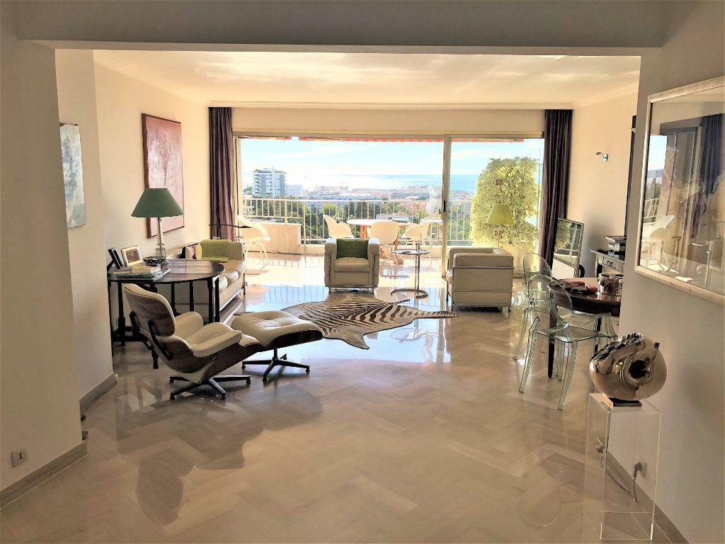 Appartement à vendre 3 106.92m2 à Cannes vignette-3
