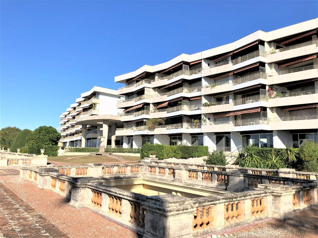 Appartement à vendre 3 106.92m2 à Cannes vignette-12