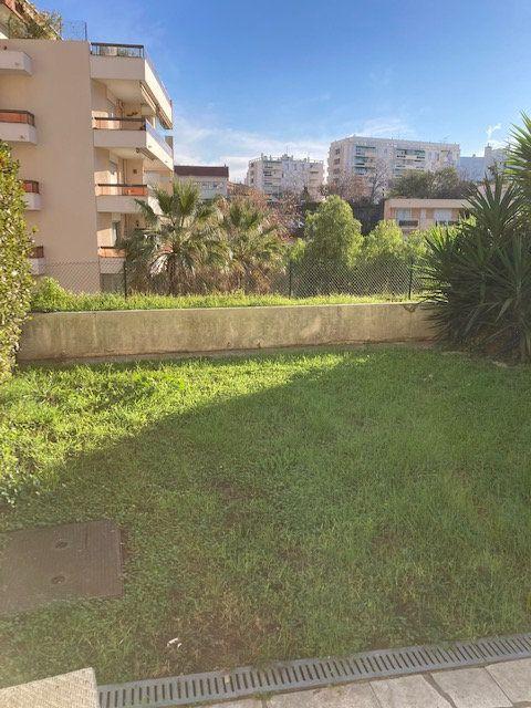 Appartement à vendre 3 63m2 à Cannes vignette-1