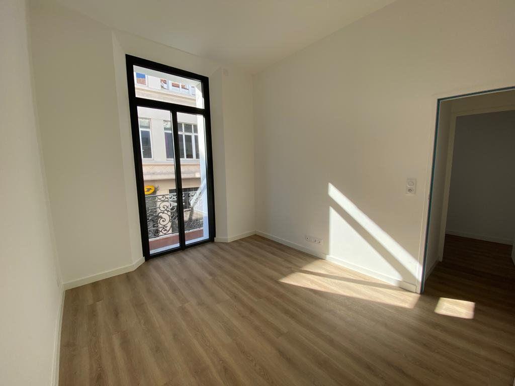 Appartement à vendre 3 56.3m2 à Cannes vignette-3