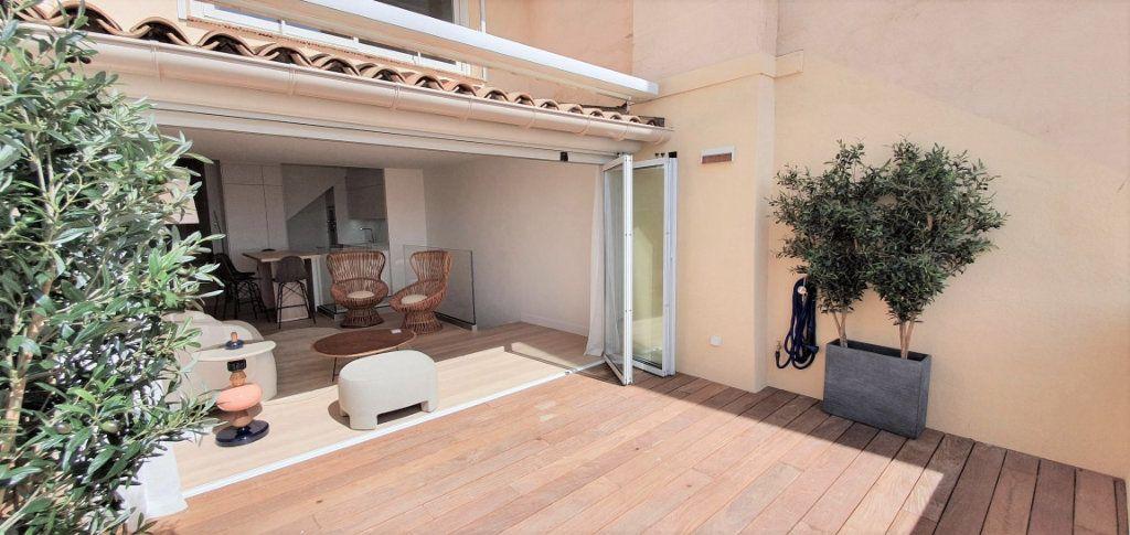 Appartement à vendre 4 109m2 à Cannes vignette-2