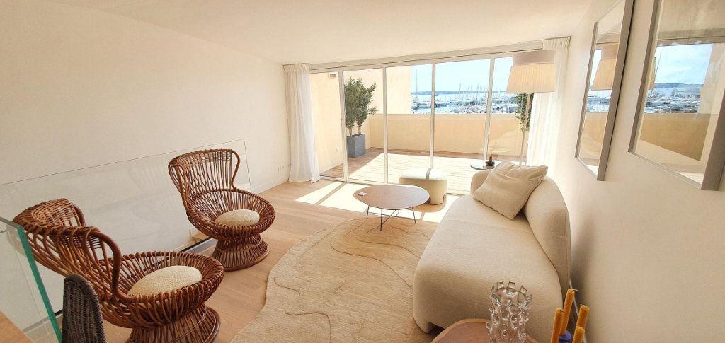 Appartement à vendre 4 109m2 à Cannes vignette-3