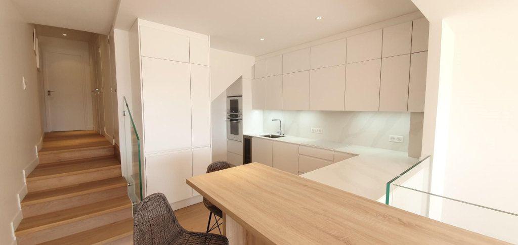 Appartement à vendre 4 109m2 à Cannes vignette-5