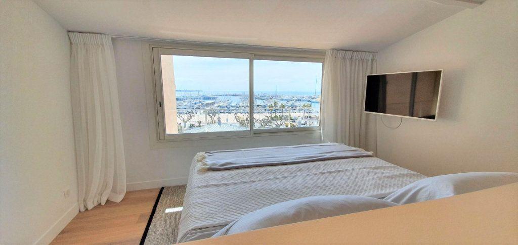 Appartement à vendre 4 109m2 à Cannes vignette-7