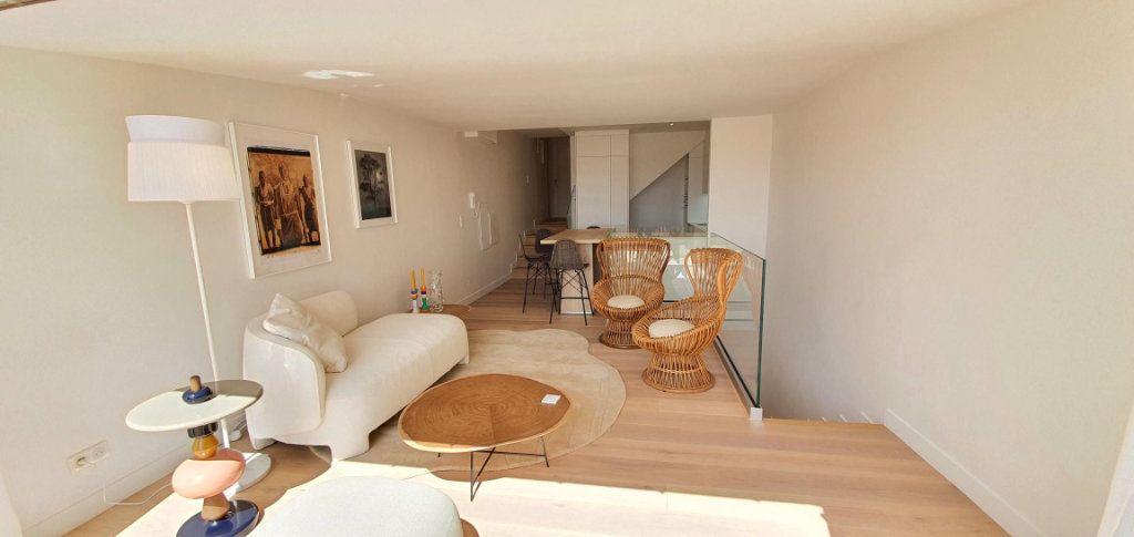 Appartement à vendre 4 109m2 à Cannes vignette-8