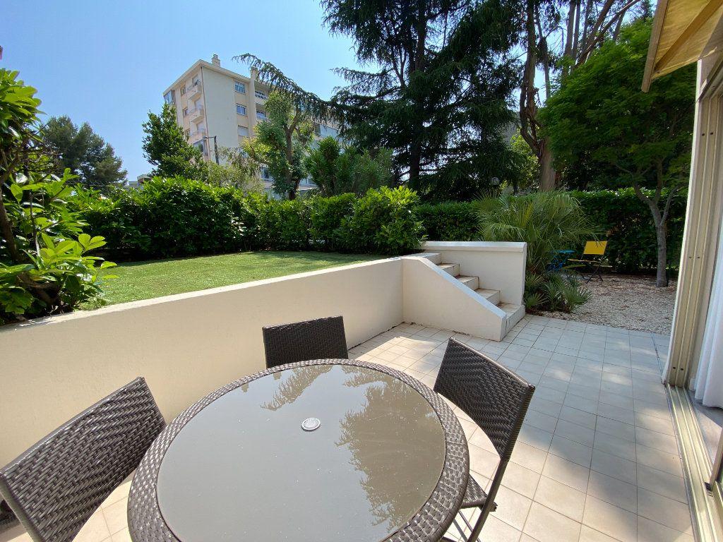 Appartement à vendre 1 24.9m2 à Cannes vignette-1