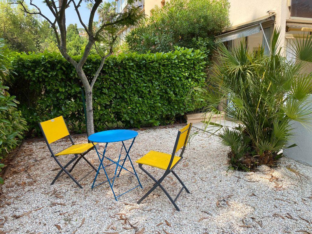 Appartement à vendre 1 24.9m2 à Cannes vignette-2