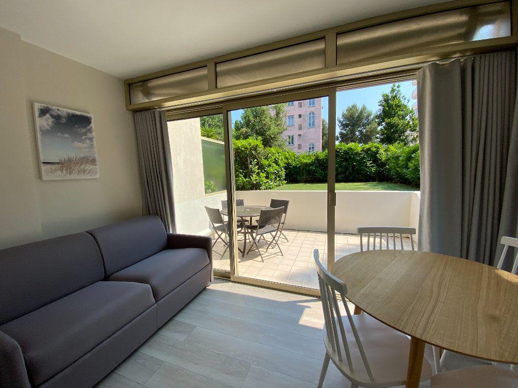 Appartement à vendre 1 24.9m2 à Cannes vignette-5