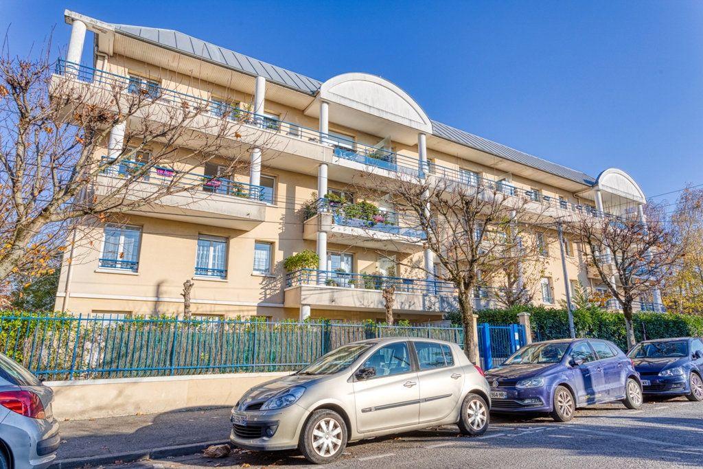 Appartement à vendre 4 82.6m2 à Livry-Gargan vignette-1