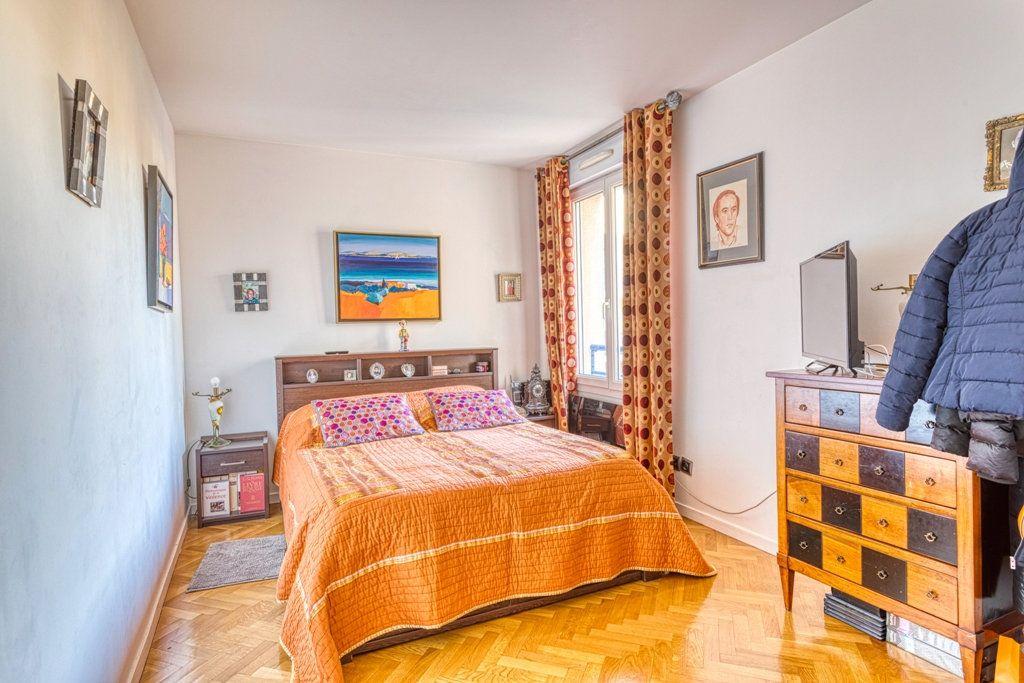 Appartement à vendre 4 82.6m2 à Livry-Gargan vignette-4