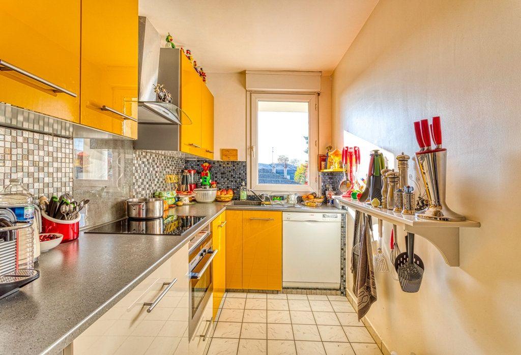 Appartement à vendre 4 82.6m2 à Livry-Gargan vignette-5