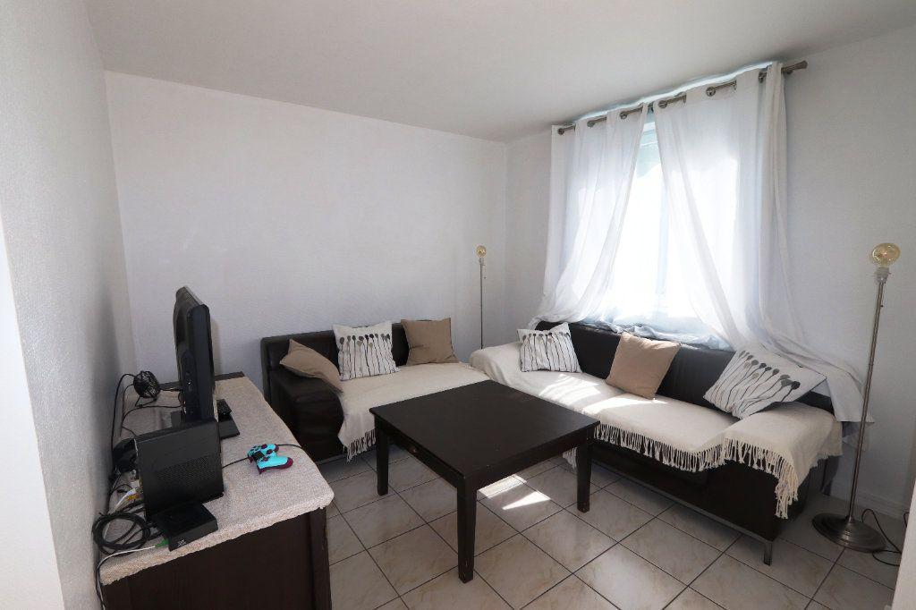 Appartement à vendre 5 82.51m2 à Clichy-sous-Bois vignette-2