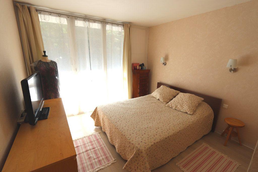 Appartement à vendre 5 82.51m2 à Clichy-sous-Bois vignette-3