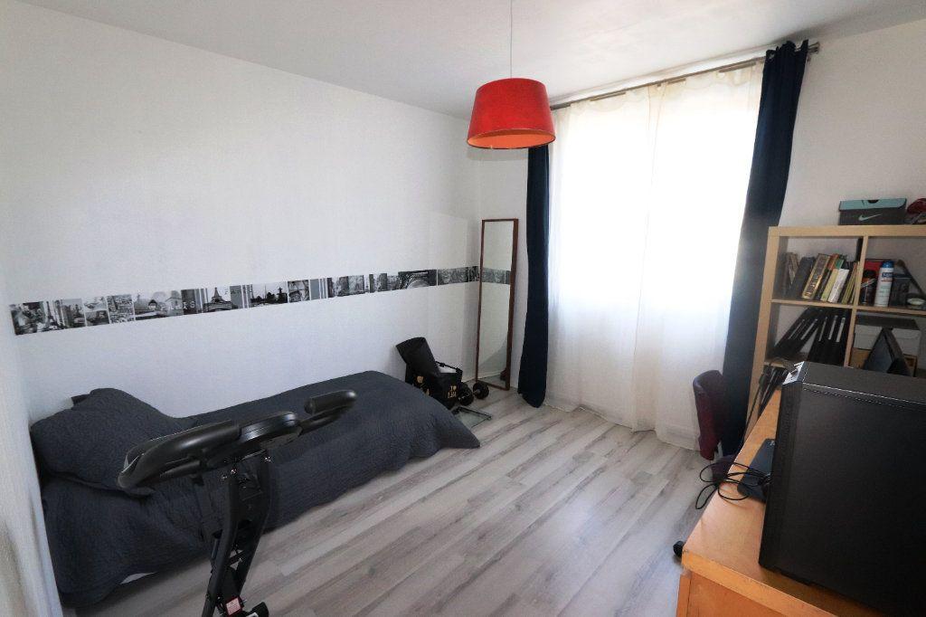 Appartement à vendre 5 82.51m2 à Clichy-sous-Bois vignette-5
