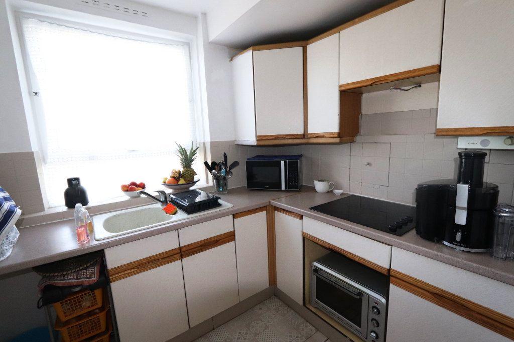 Appartement à vendre 5 82.51m2 à Clichy-sous-Bois vignette-6