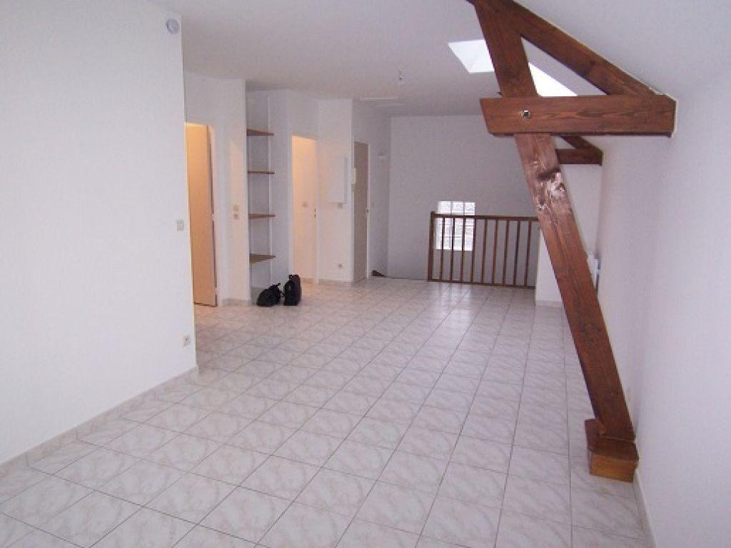 Appartement à louer 2 48m2 à Reims vignette-1