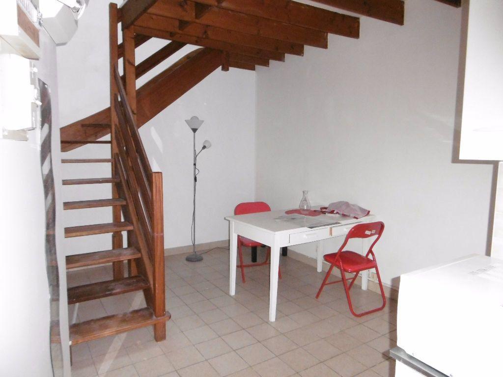 Appartement à louer 2 31m2 à Reims vignette-1