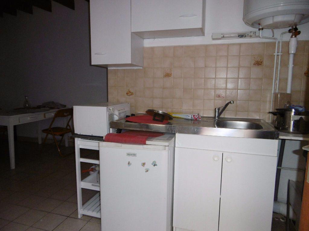 Appartement à louer 2 31m2 à Reims vignette-2