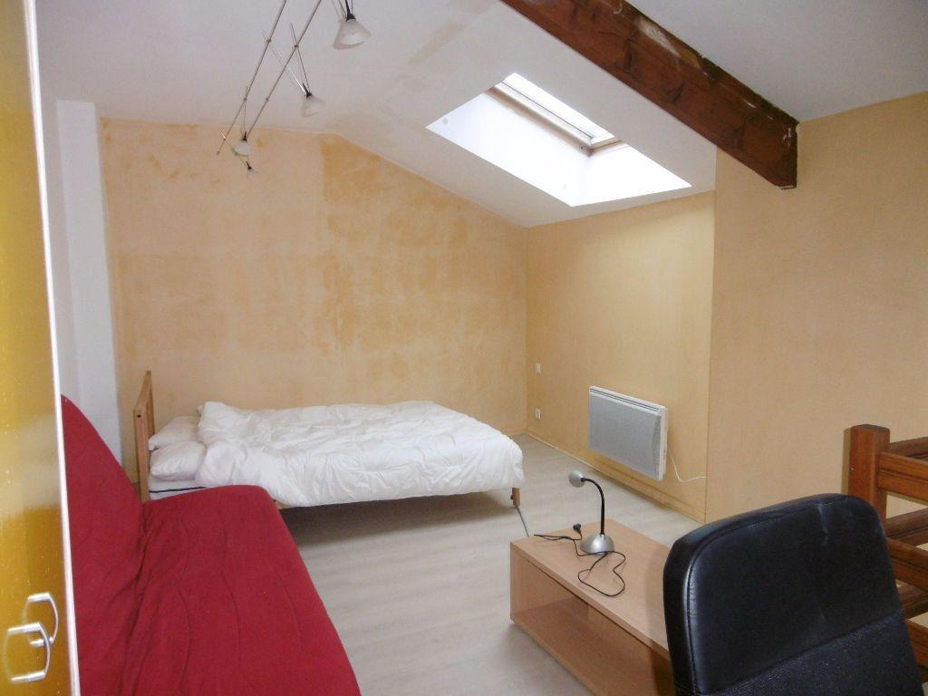 Appartement à louer 2 31m2 à Reims vignette-3