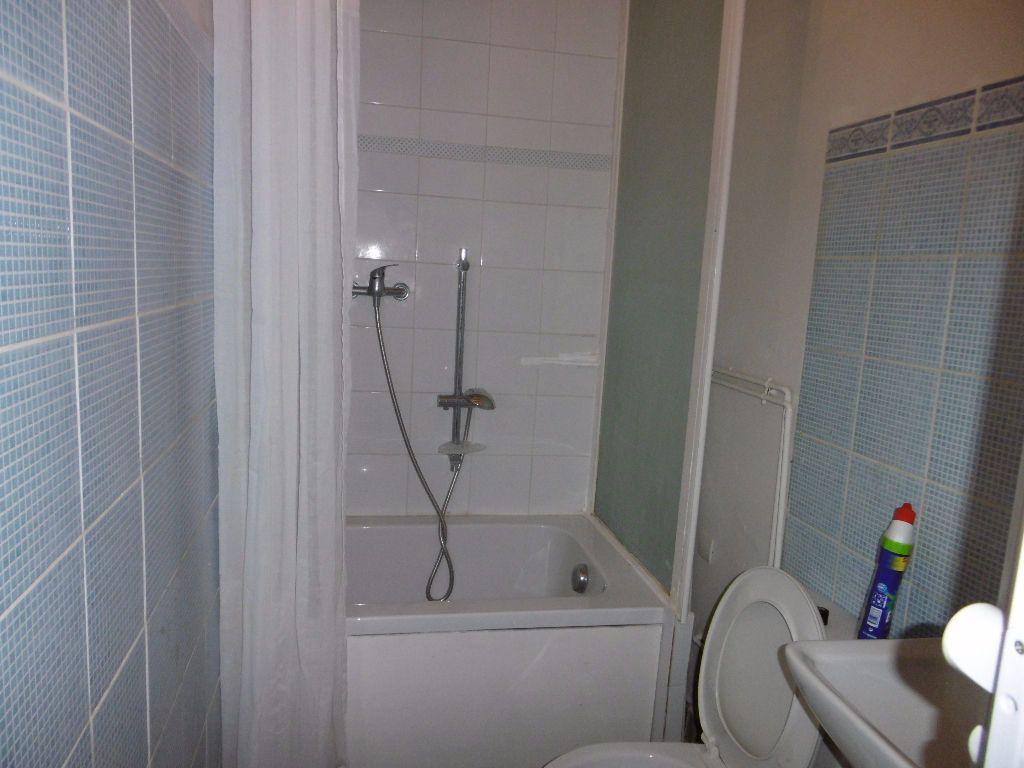 Appartement à louer 2 31m2 à Reims vignette-4