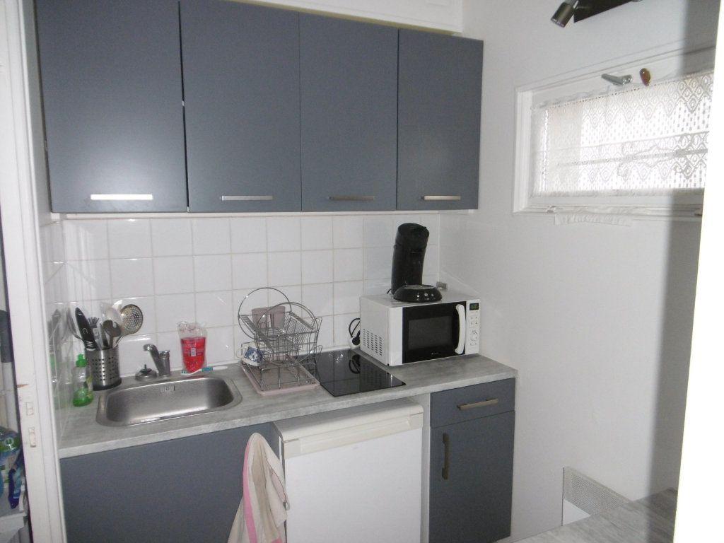 Appartement à louer 1 18m2 à Taissy vignette-1