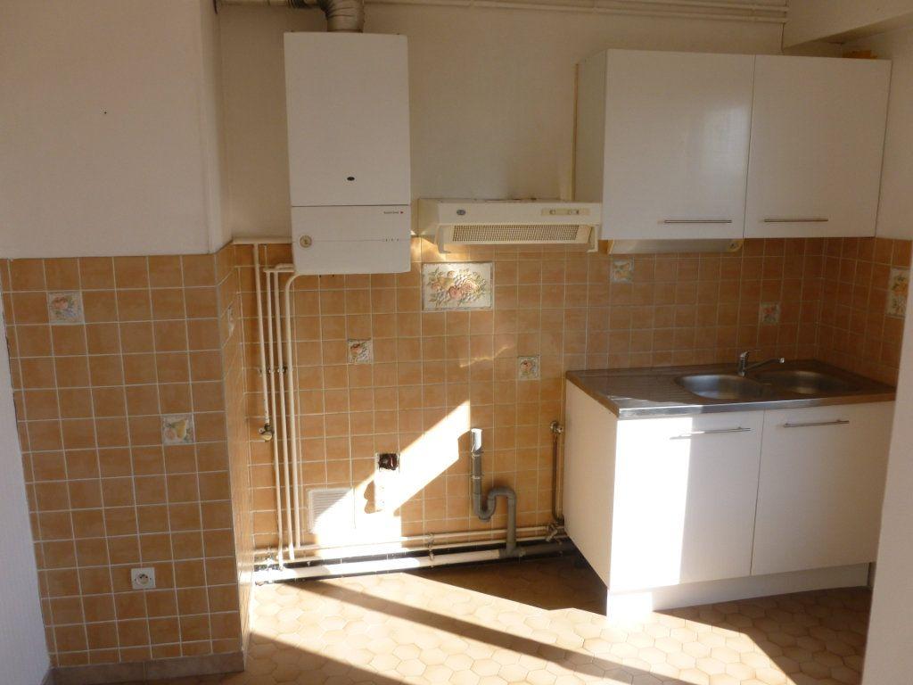 Appartement à louer 2 48.79m2 à Reims vignette-3