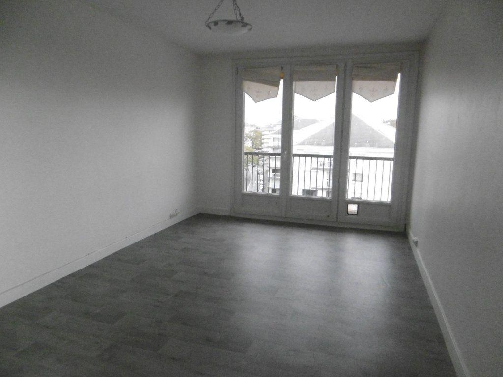Appartement à louer 3 58.09m2 à Reims vignette-1