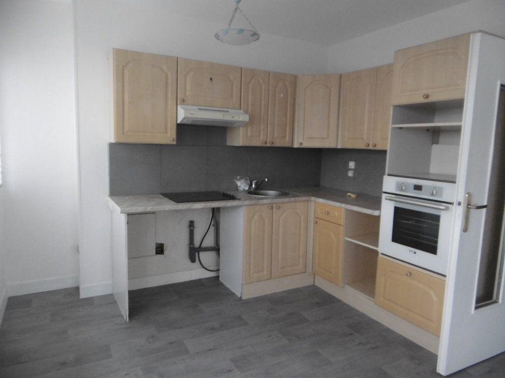 Appartement à louer 3 58.09m2 à Reims vignette-2